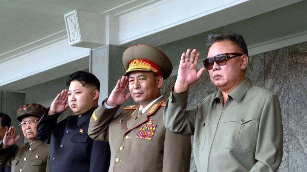 Las locuras del dictador norcoreano y su padre muerto