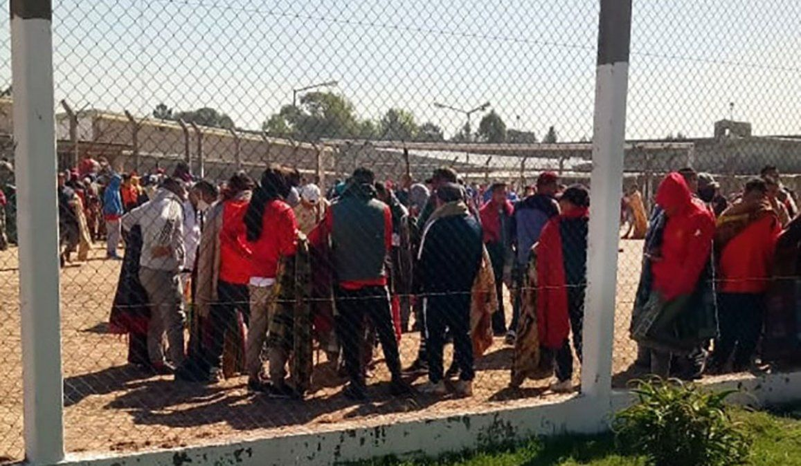 Las aterradoras imágenes de los motines con rehenes en las cárceles bonaerenses