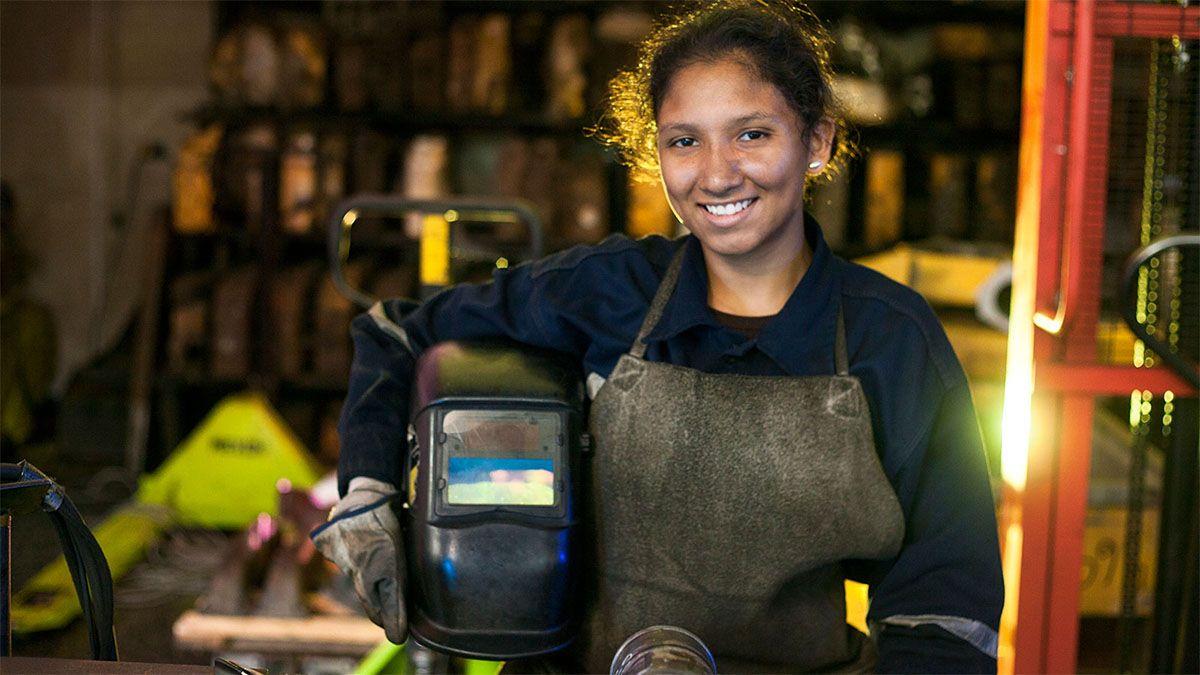 Mujeres de Acero: lanzaron una capacitación para quienes quieran ser soldadoras