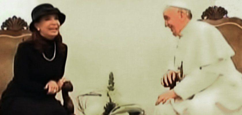 El papa Francisco saludó a Cristina Kirchner con un beso e intercambiaron regalos