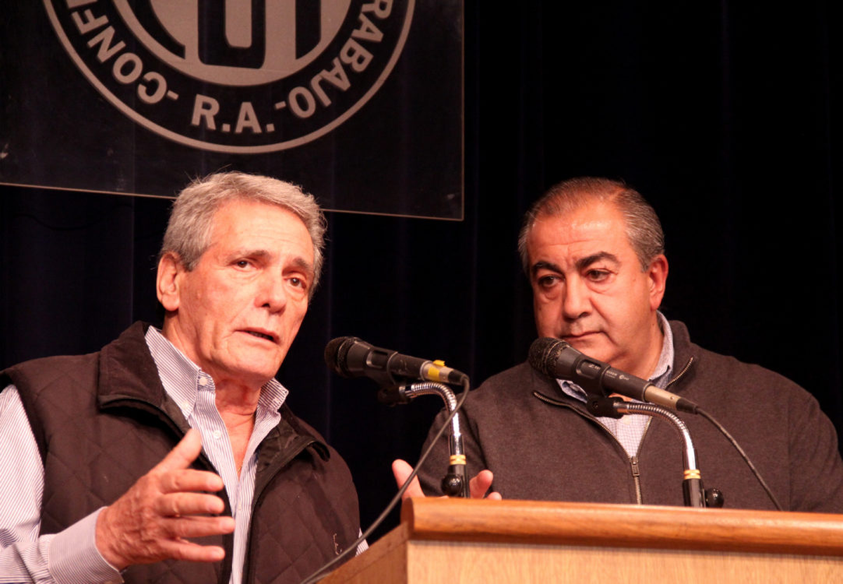 Acuña y Daer, de la CGT, bancaron los cambios del gabinete.