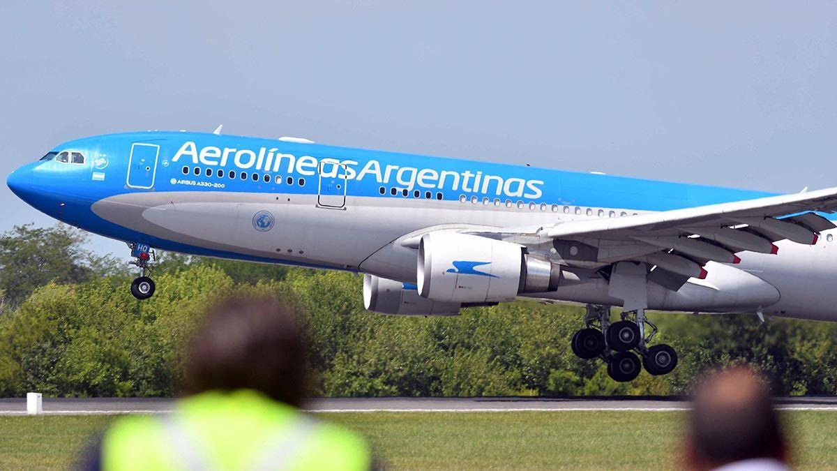 El vuelo de Aerolíneas Argentinas que regresa de Rusia que trae 220 mil dosis de la vacuna Sputnik V también traslada 20 mil dosis para Bolivia.