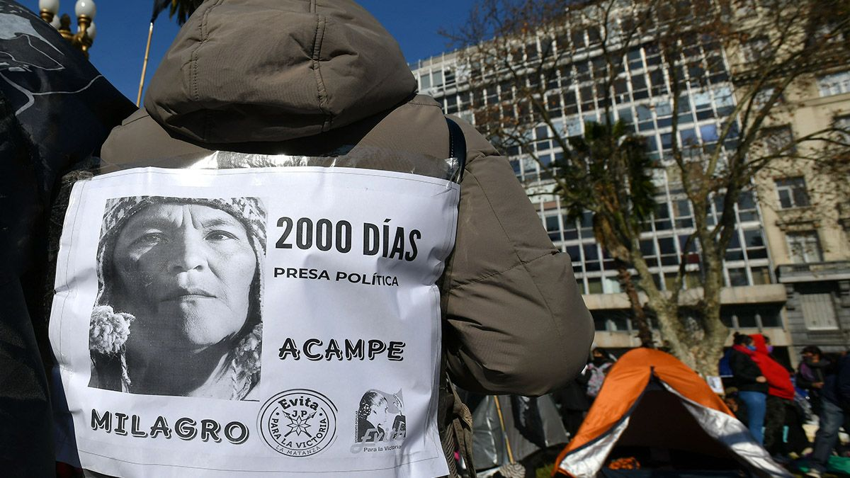 Agrupaciones sociales y políticas iniciaron una protesta con la instalación de carpas en reclamo de la libertad de Milagro Sala.