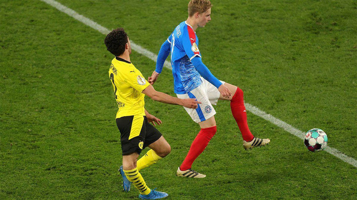 Video: la impactante lesión de un jugador del Dortmund que asustó a Haaland