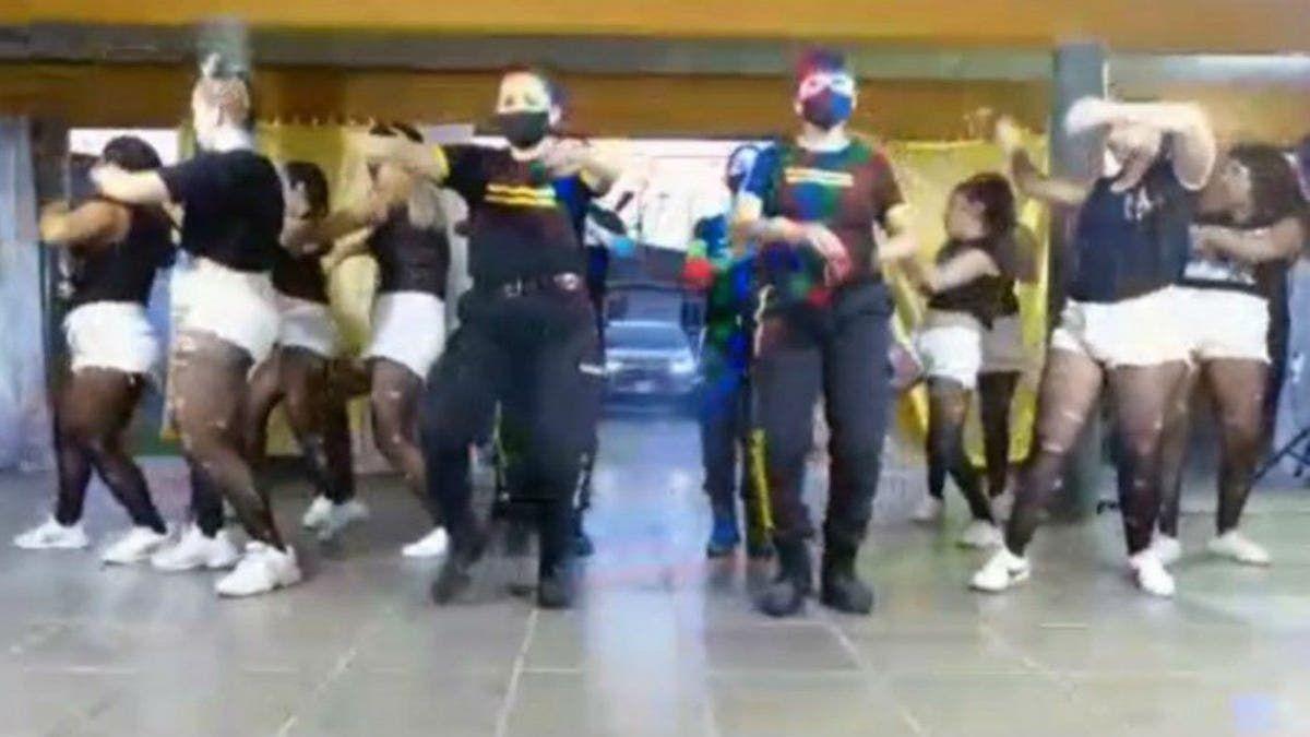 Baile polémico. Penitenciarias y reclusas grabaron una coreografía en la cárcel.