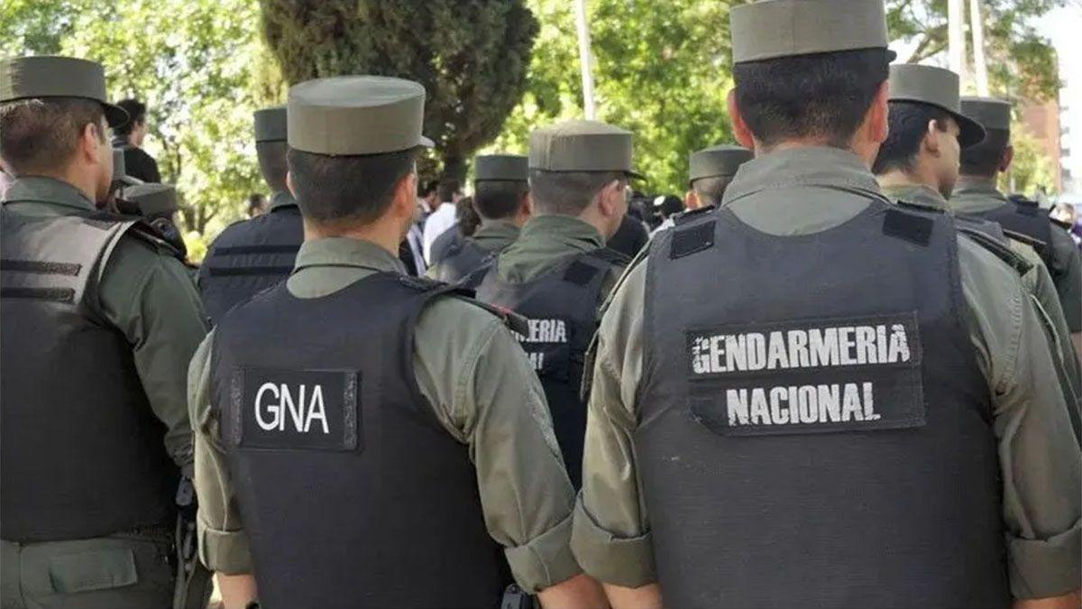 Una mujer que viajaba con sus hijos fue detenida en un control rutinario de Gendarmería en Salta. Tenía 62.5 kilos de cocaína en la parte inferior de la camioneta.