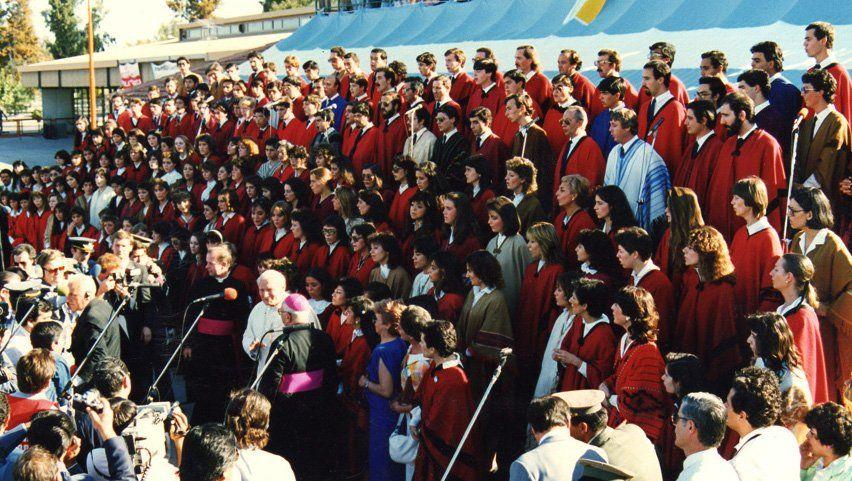 Vallesi está armando un coro para recibir al Papa