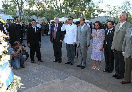 Mendoza inició los actos del Bicentenario en el Cerro La Gloria