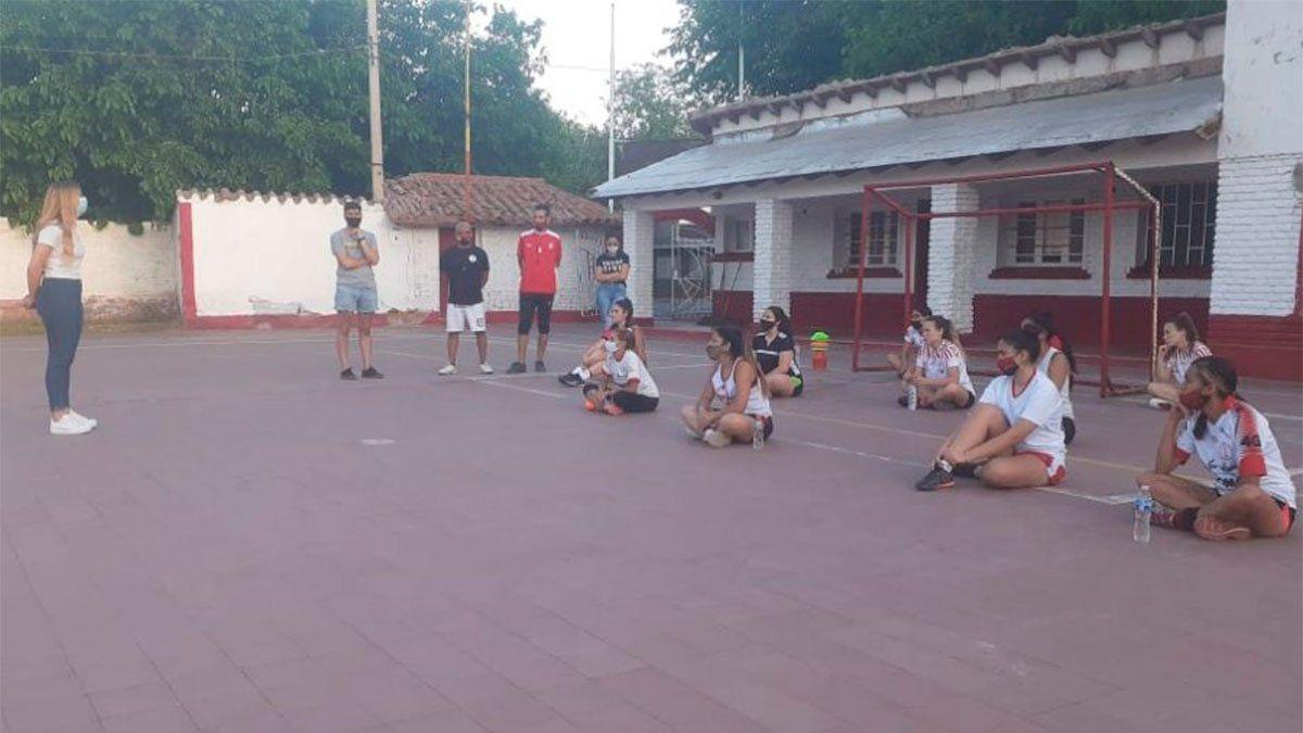 Huracán Las Heras puso primera con el fútbol femenino