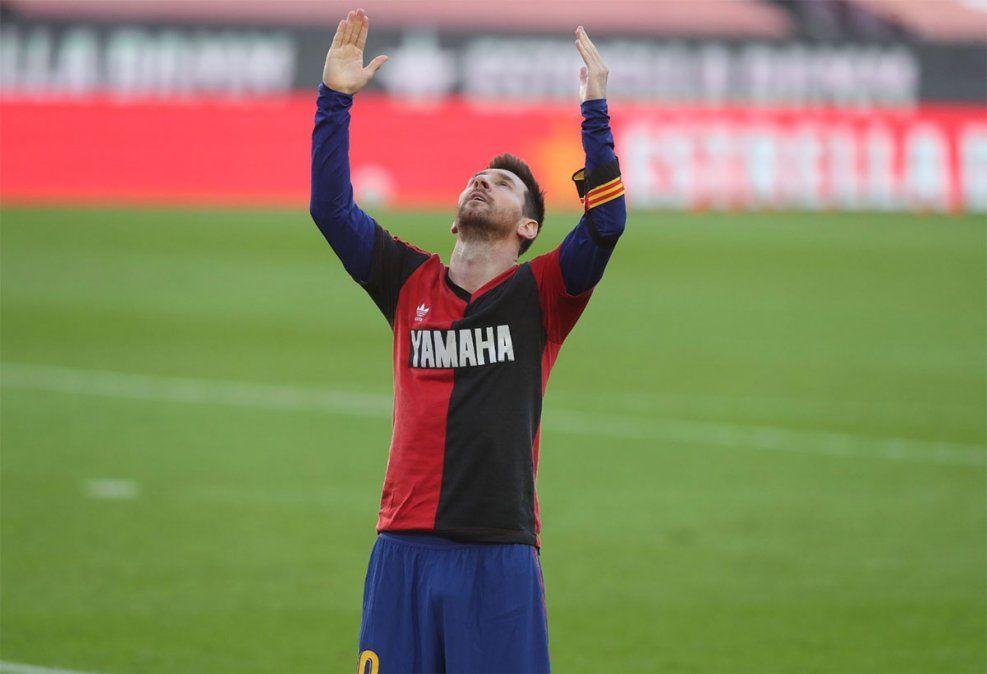 Messi recibió esa multa por haber exhibido la camiseta de Newells Old Boys en su festejo de gol en homenaje a Diego Armando Maradona.