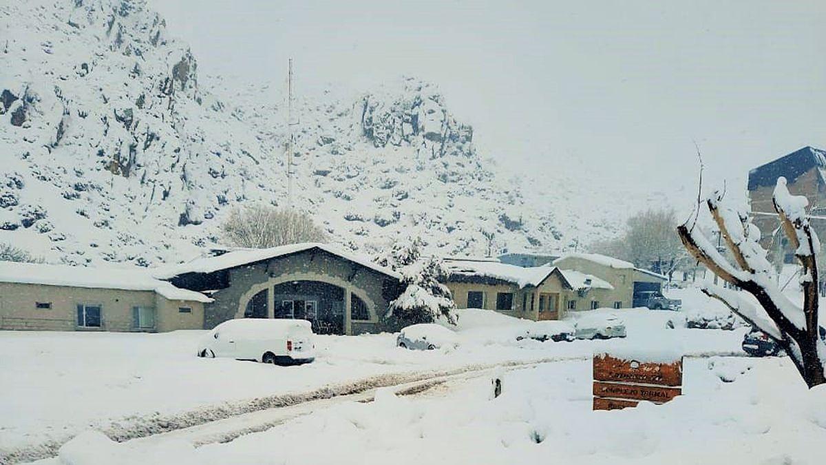 Las Leñas luce con un manto blanco gracias a las últimas nevadas.