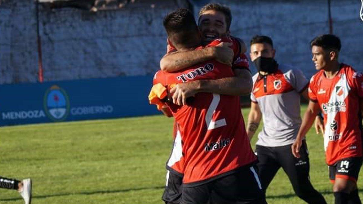 El equipo de Luciano Theiler intentará ganar su primer partido de visitante.