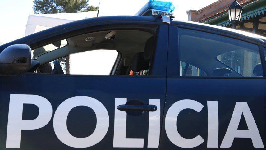 La Policía recibió un llamado al 911 en el que se advertía del vuelco del camión en Santa Rosa.