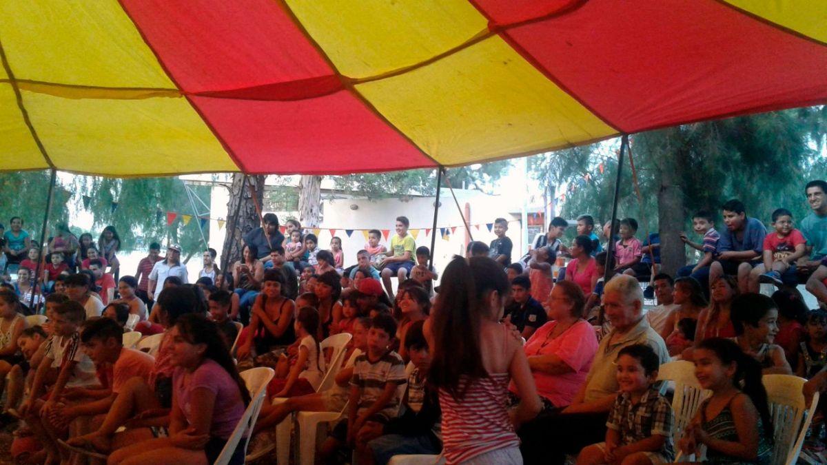 El Circo de Getulio es netamente social, ya que le permite el acceso a todo el público, cobrando a la gorra sus actuaciones, lo que le permite a muchas familias disfrutar de esta propuesta de entretenimiento tan popular.