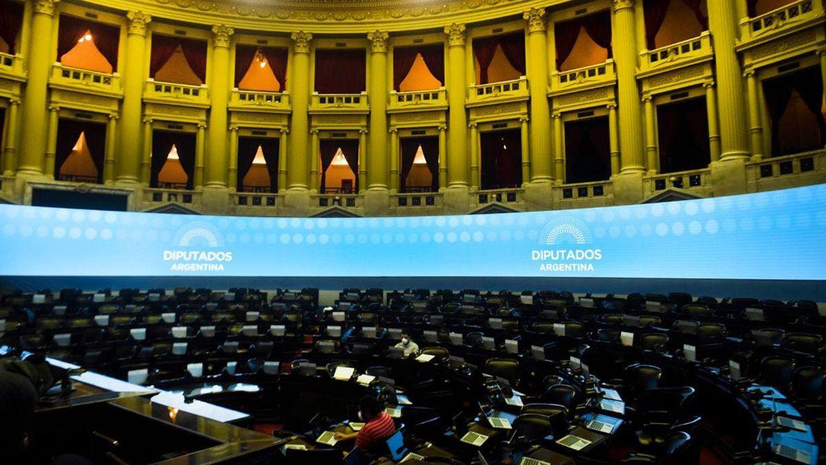 El documento del CIPPEC rescata que el 80% de los Diputados cree que las sesiones virtuales mantienen o mejoran la transparencia del trabajo legislativo.