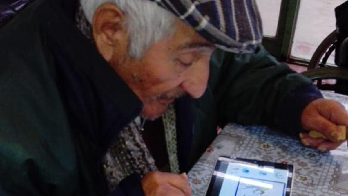 La DGE impulsa la educación formal de adultos mayores.