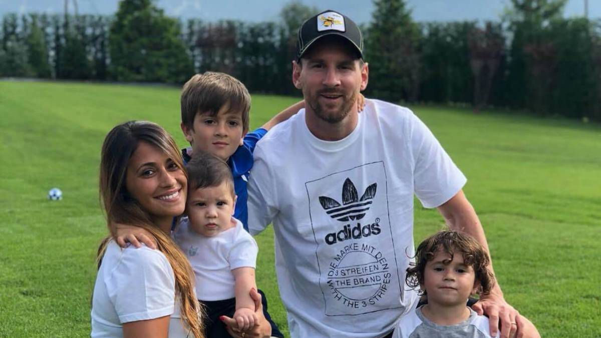 Su vida familiar es una de las grandes diferencias entreMessi y el otro gran astro argentino del fútbol mundial