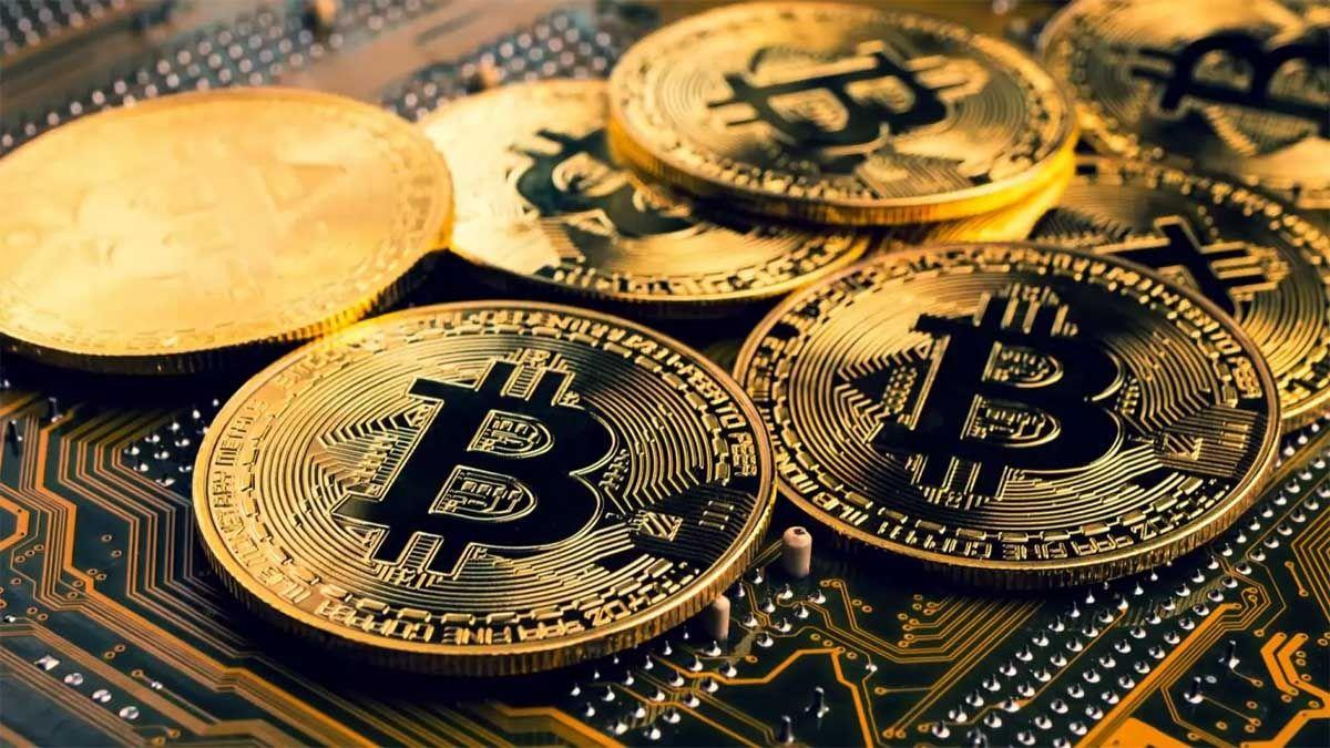 Bitcoin la criptomoneda de moda pasa por días de turbulencia.