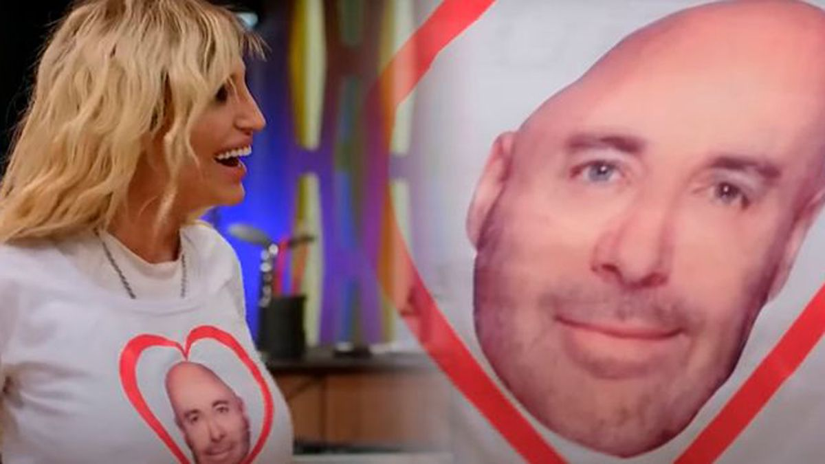 Vicky Xipolitakis se puso una remera con Germán Martitegui en un corazón.