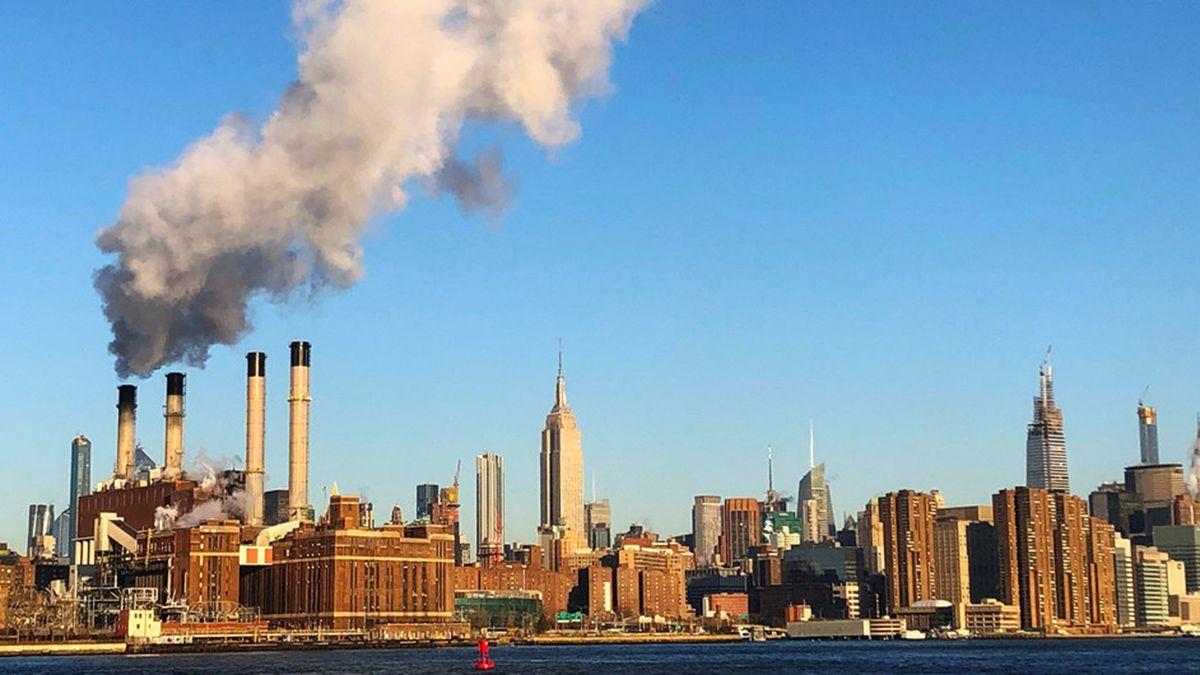 Las emisiones de gases de las fábrica no han disminuido yel cambio climático avanza de manera implacable