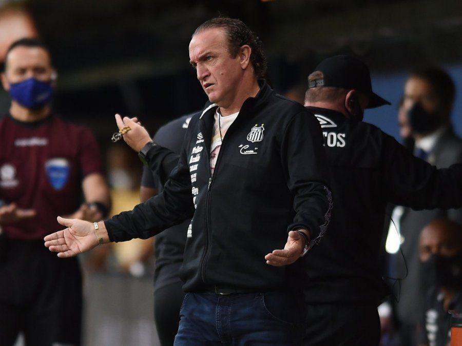 Cuca fue contundente respecto de la situación de Santos y Boca.