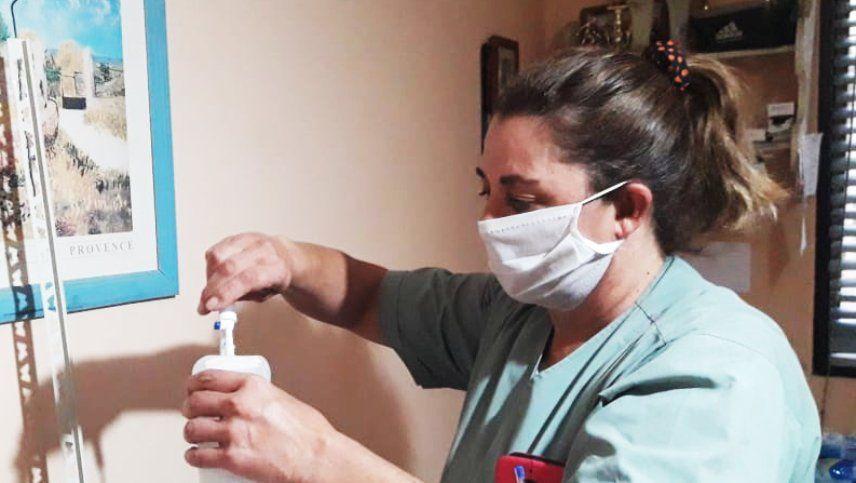 Rodolfo Suarez saludó a las familias de los enfermeros muertos en la lucha contra el coronavirus