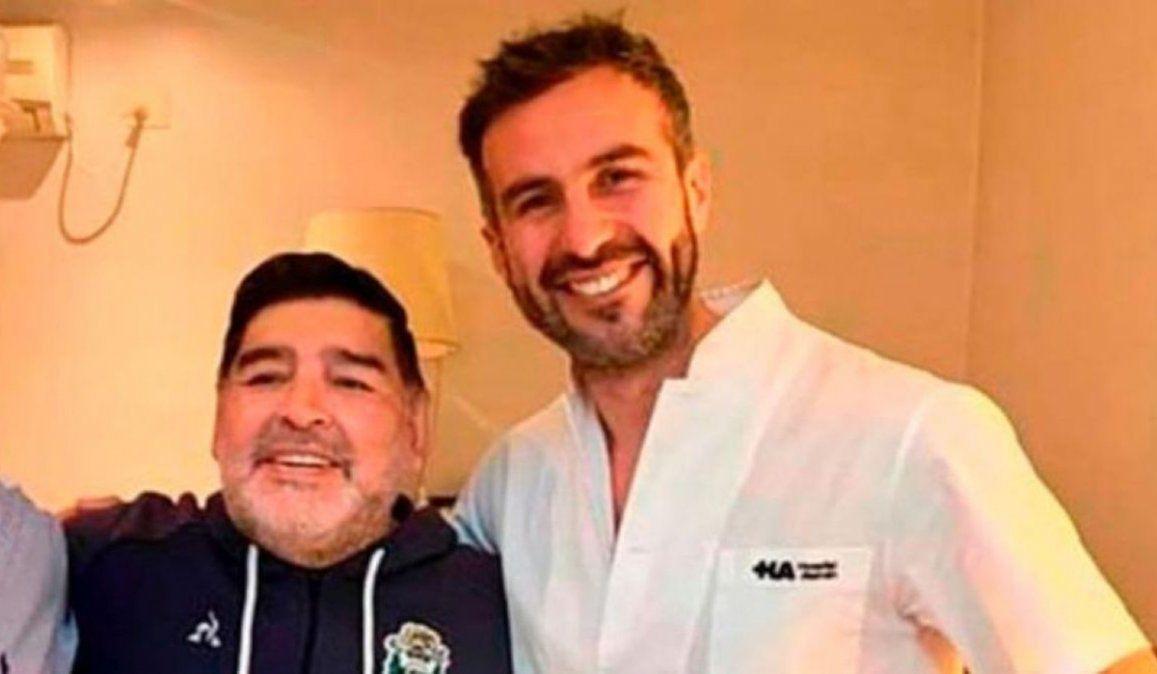 Diego Maradona junto a Leopoldo Luque. El médico fue citado a infagatoria junto a otros seis imputados acusados de homicidio simple con dolo eventual