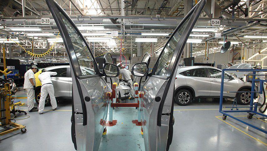 Cayó 34,5% la producción de vehículos con la reactivación progresiva de automotrices