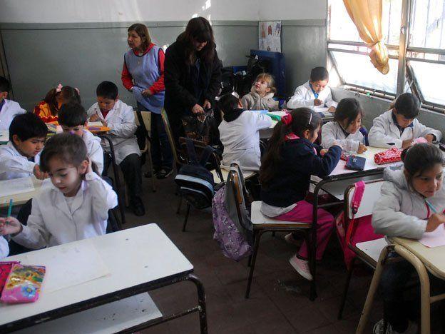 Sueldos docentes: Argentina entre los más bajos de la región