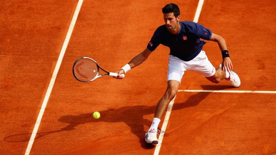 Djokovic reaccionó a tiempo y sacó de juego a Gilles Simon
