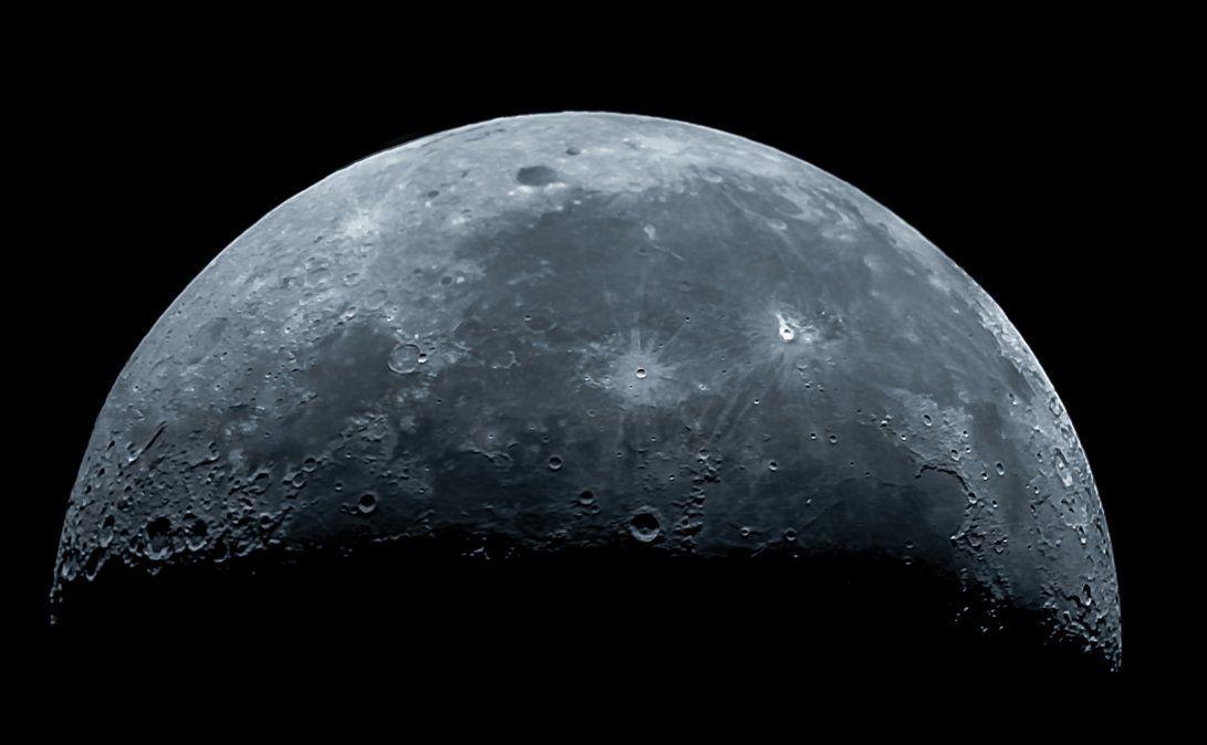 Descubrimiento. La NASA asegura que en la Luna hay mucha agua.