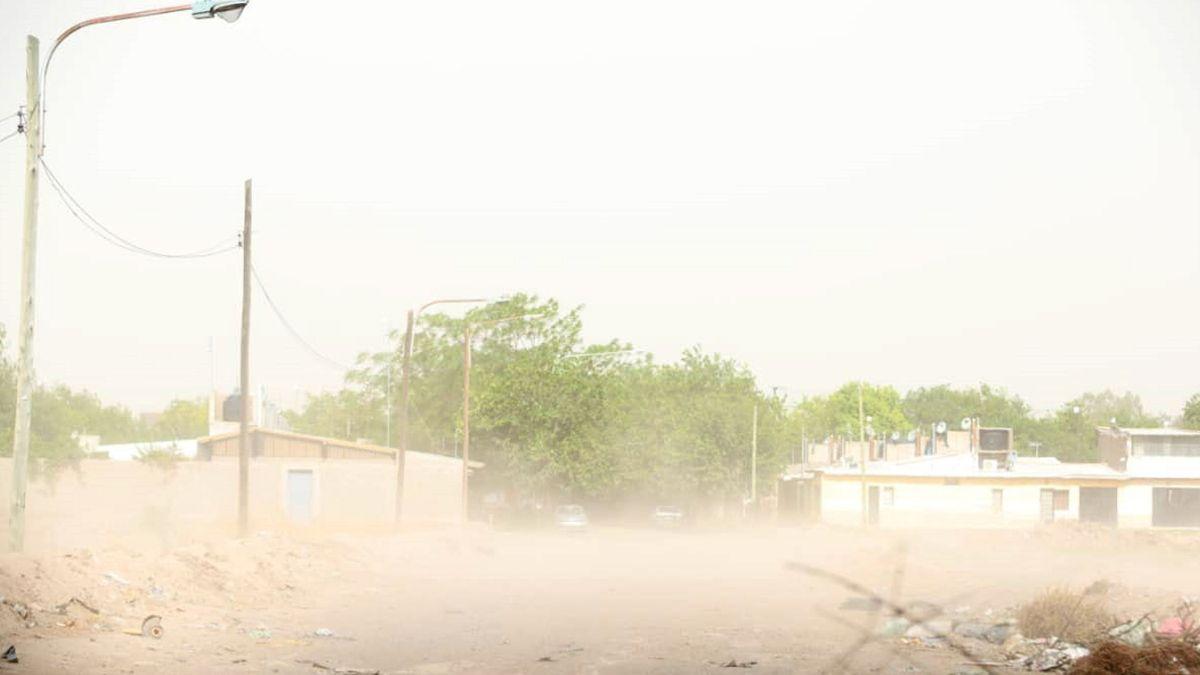El cielo lució de color gris después de las ráfagas de viento que se sintieron en horas de la tarde en el Gran Mendoza.