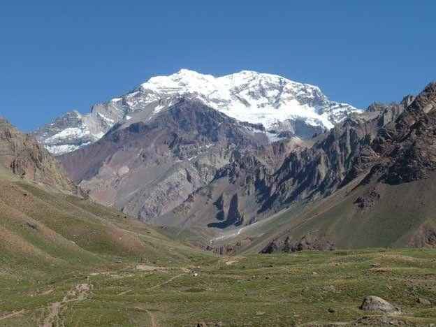 El Aconcagua este año no tendrá la visita de escaladores extranjeros ni nacionales. Sólo se permitirá el trekking corto -sin pernocte- para los mendocinos dentro del Parque Provincial.