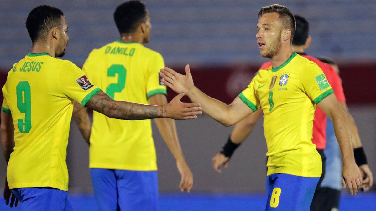 Brasil venció a Uruguay en Montevideo y sigue firme arriba