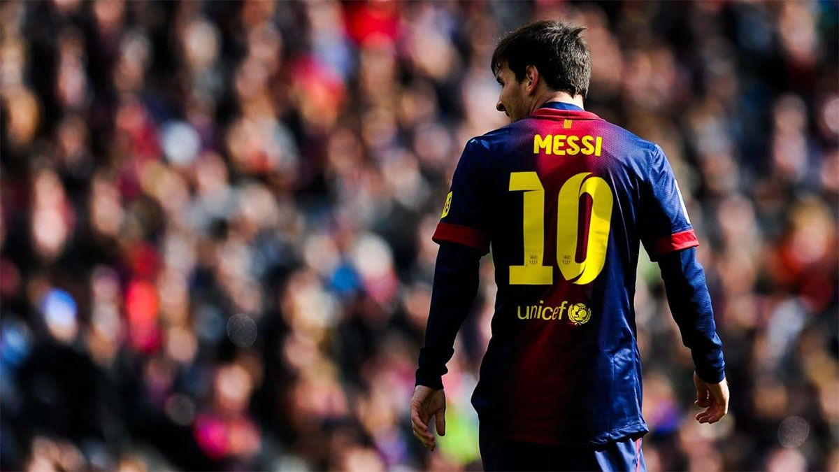 Messi y un mimo especial con tres camisetas autografiadas