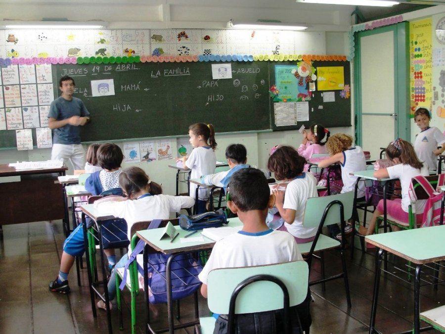 El proyecto de Jorge Difonso busca crear una caja previsional docente en la provincia y reducir los años de servicio de 30 que son en la actualidad a sólo 25 años.