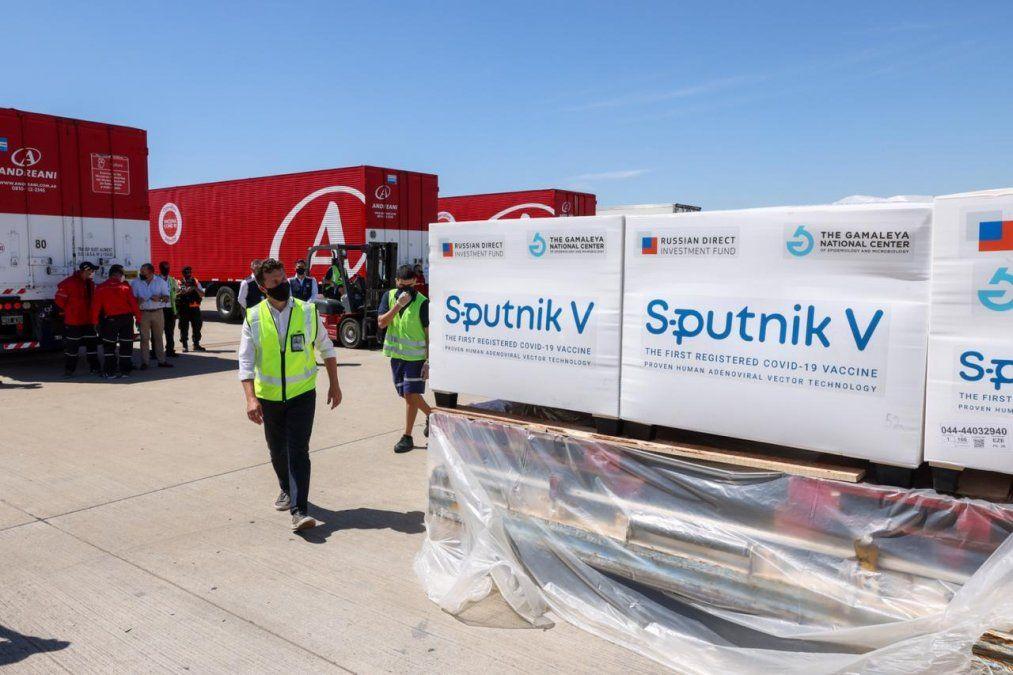 Las más de 600.000 dosis de la vacuna Sputnik V comenzaron a ser distribuidas este miércoles a todo el país.