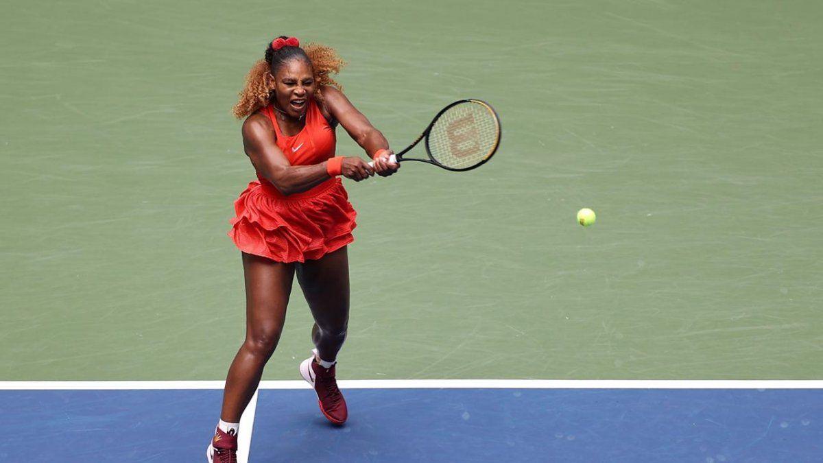 Serena Williams pasó a las semis y va por el récord de Margaret Court.