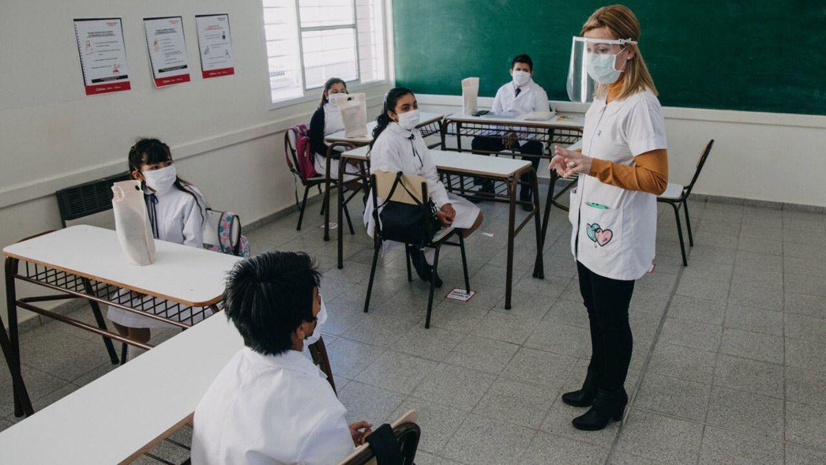 El amparo que presentó la Asamblea por los Derechos Humanos pretende que la Justicia le ordene al gobierno de Rodolfo Suarez suspender las clases presenciales por 15 días.