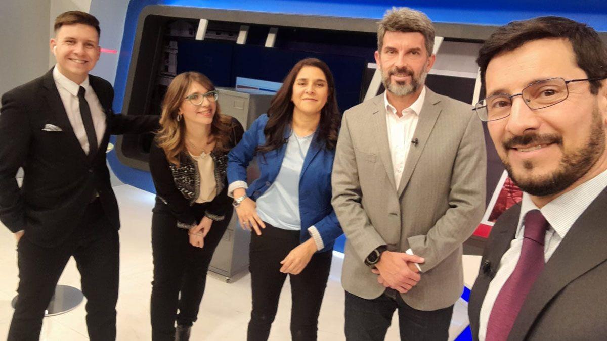 El equipo de 7D y el intendente: Julián Imazio, Agustina Fiadino, Rosana Villegas, Ulpiano Suarez y Pablo Gerardi.