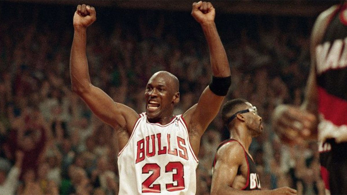 Una camiseta de Michael Jordan se subastó en 320.000 dólares