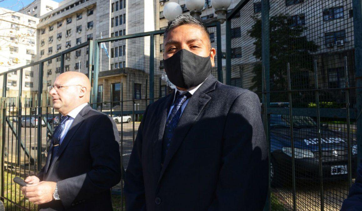 El policía Luis Chocobar junto a su abogado