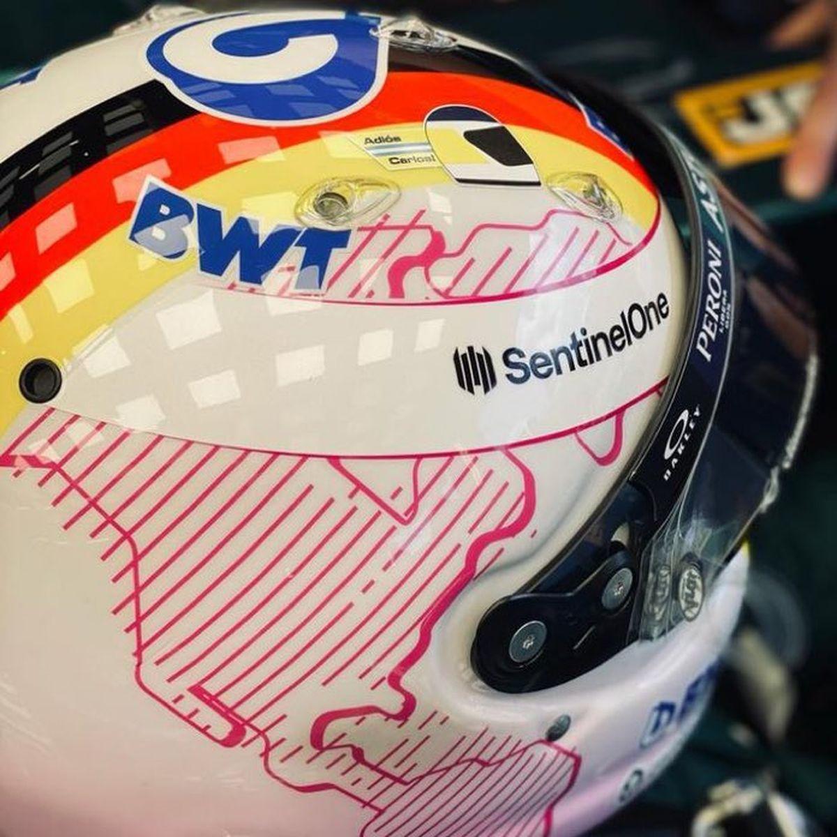 Adiós Carlos, expresó Sebastián Vettel desde su casco en tributo a Carlos Reutemann.