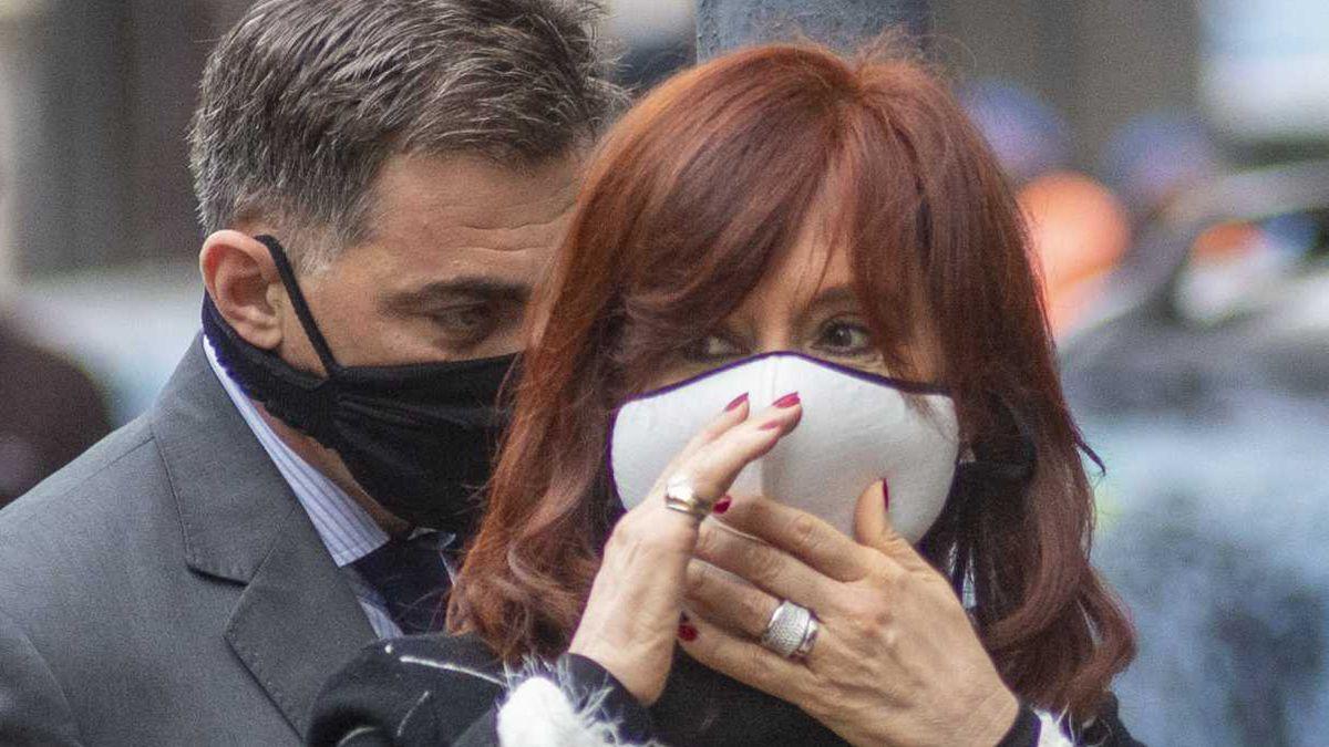 """El abogado de la vicepresidenta sostuvo que Google publicó en su plataforma y bajo su responsabilidad información falaz y agraviante"""" sobre Fernández de Kirchner."""