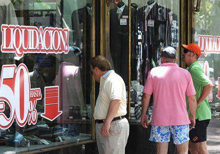 Arrancaron las liquidaciones de ropa con descuentos de hasta el 60%