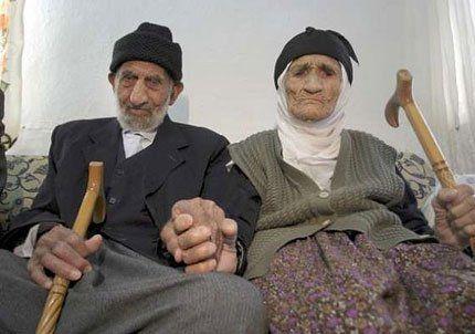 Dos ancianos turcos cumplieron 90 años de casados