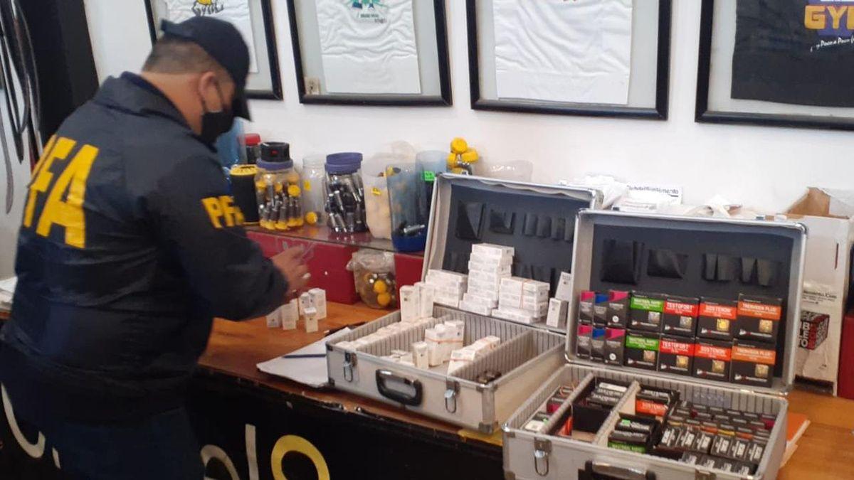 El operativo realizado en dos viviendas del Gran Buenos Aires se logró secuestrar una importante cantidad de medicamentos ilegales