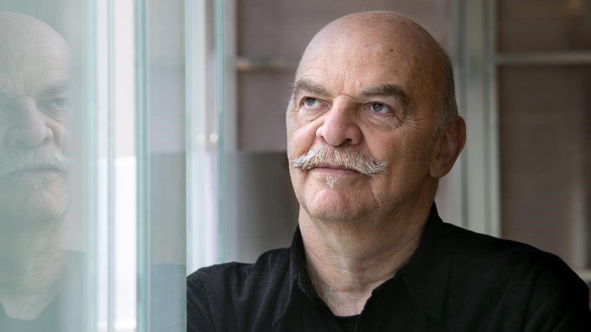El escritor y periodista Martín Caparrós no puede entender la fascinación argentina por dichos maradonianos como la tenés adentro.