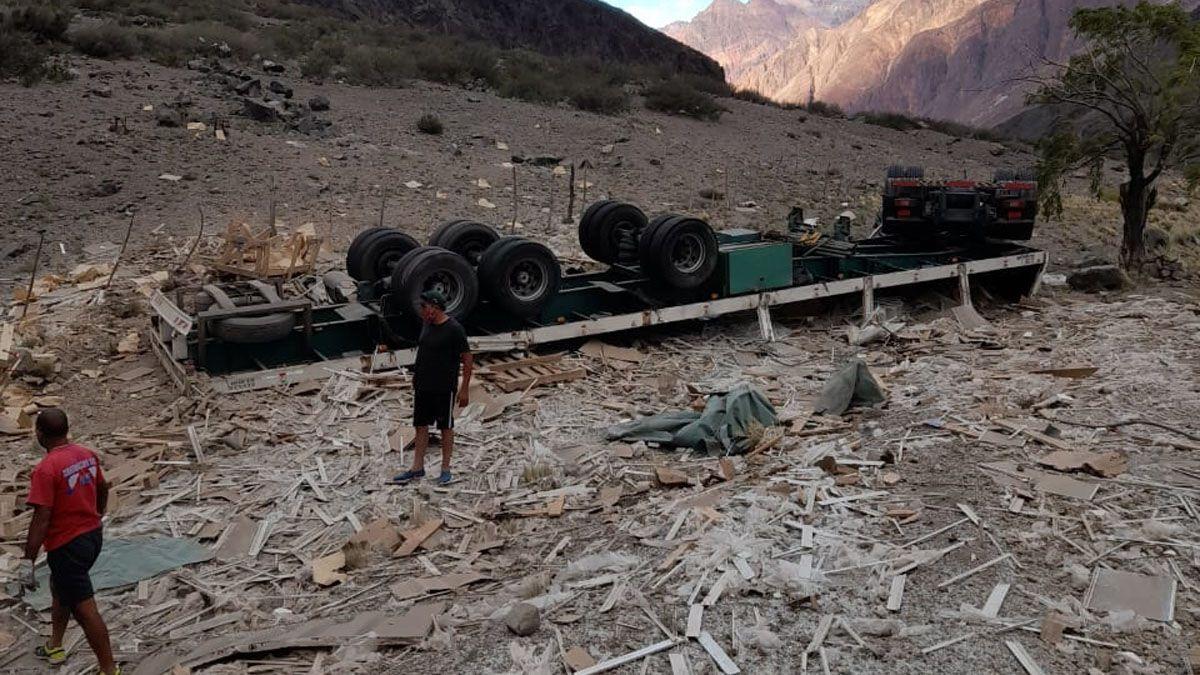 Un camionero murió en la tarde de este jueves al desbarrancar su vehículo de la ruta 7 a la altura de Polvaredas.