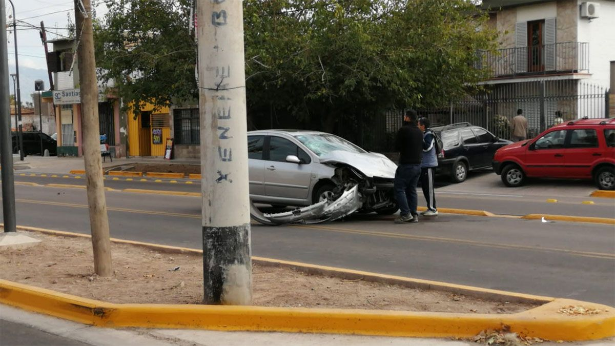 Un motociclista quedó gravemente herido tras un accidente